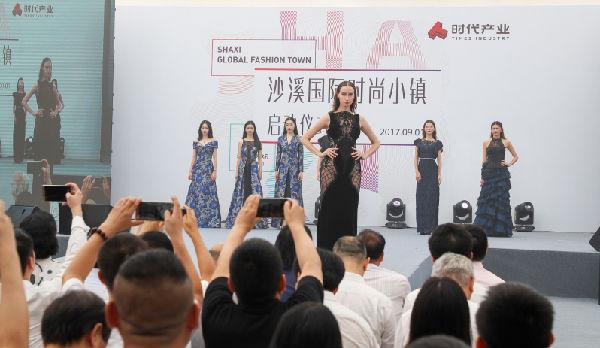 """""""广东十佳服装设计师""""杨珊个人作品走秀"""